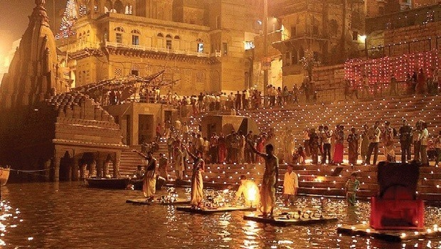 Ganga aarti and the ghat.